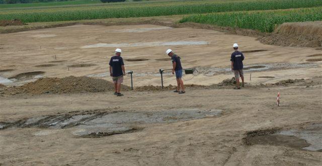 Lőszermentesítő előkészítő-feltáró munkálatok árvízszint csökkentő tározó építésénél