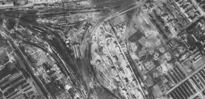 Bombatölcsérek egy gyönyörű városban: Budapest, 1944